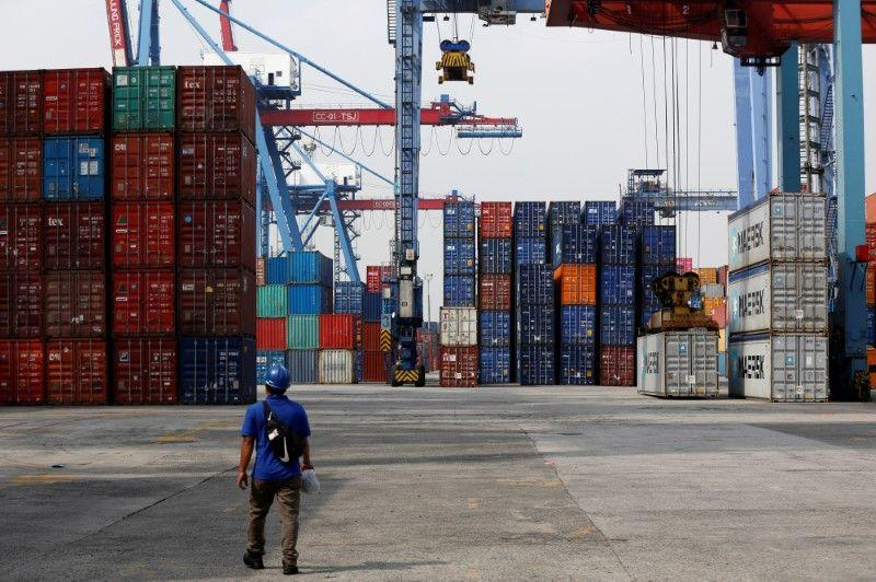 Indonesia diperkirakan mencatat defisit perdagangan lebih kecil pada Desember