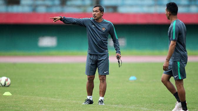 Mustaqim, striker haus gol legendaris Persebaya Surabaya. (Bola.com/Fahrizal Arnas)
