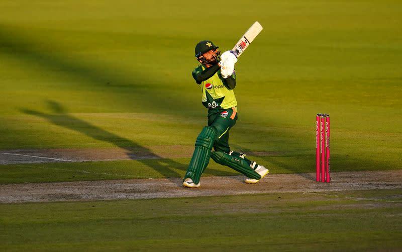 Hafeez steers Pakistan to thrilling win over England