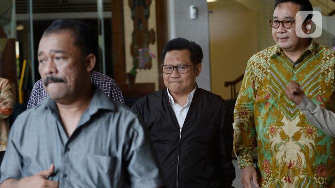 Wakil Ketua DPR RI Muhaimin Iskandar (tengah) usai menjalani pemeriksaan di Gedung KPK, Jakarta, Rabu (29/1/2020). Dalam pemeriksaan hari ini, Muhaimin yang akrab disapa Cak Imin diperiksa atas statusnya sebagai anggota DPR dari Fraksi PKB periode 2014-2019. (merdeka.com/Dwi Narwoko)