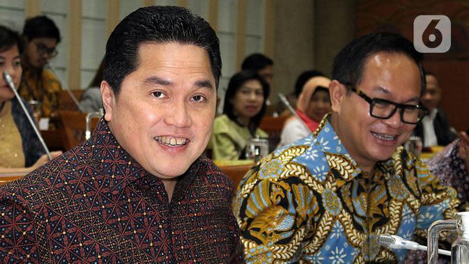 Menteri BUMN, Erick Thohir (kiri) bersama Wakil Menteri BUMN Kartika Wirjoatmodjo (kanan) mengikuti rapat dengan Komisi VI DPR, di kompleks Parlemen, Senin (2/12/2019). Rapat membahas Penyertaan Modal Negara (PMN) pada Badan Usaha Milik Negera tahun anggaran 2019 dan 2020. (Liputan6.com/Johan Tallo)