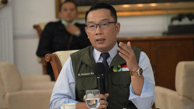 Gubernur Jawa Barat Ridwan Kamil memimpin Rapat Persiapan Pelaksanaan Tes Covid-19, di Gedung Pakuan, Kota Bandung, Senin (23/3/20). (Humas Jabar)