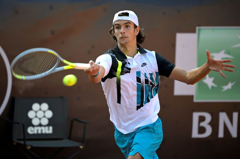 Teen Musetti upsets Wawrinka to become local hero