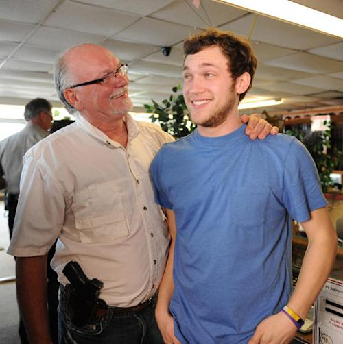 Phillip Phillips's Dad Reveals His Son Had Eight Surgeries During 'Idol'