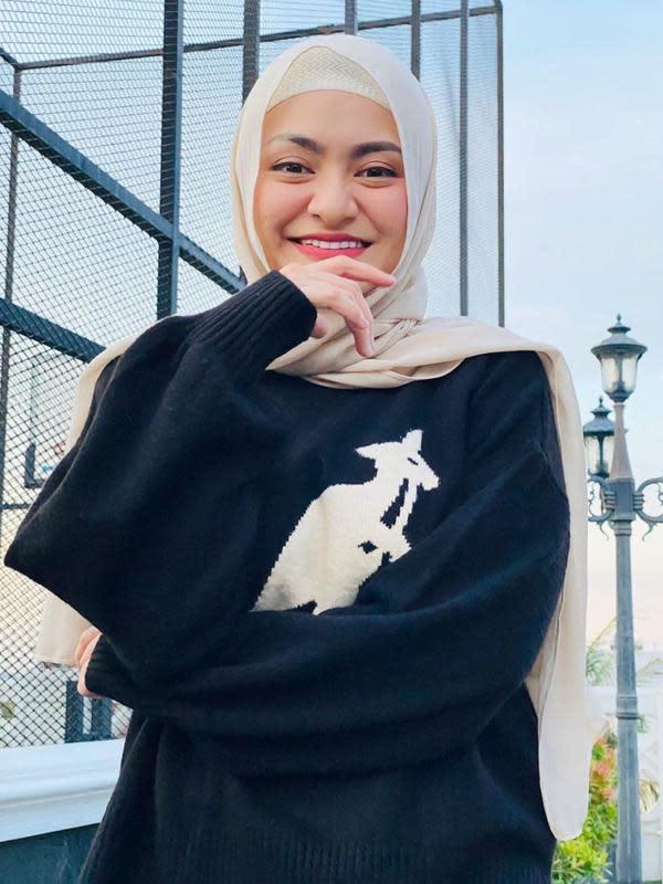 Potret Nathalie Holscher Pakai Hijab. (Sumber: Instagram/nathalieholscher)
