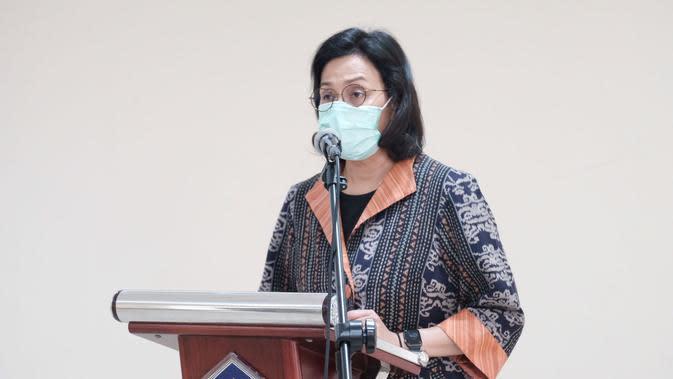 Menkeu Sri Mulyani melantik 2 pejabat di lingkungan Kementerian Keuangan. Dalam pelantikan ini Sri Mulyani menggunakan masker dan tetap menjaga jarak. (Dok Kemenkeu)