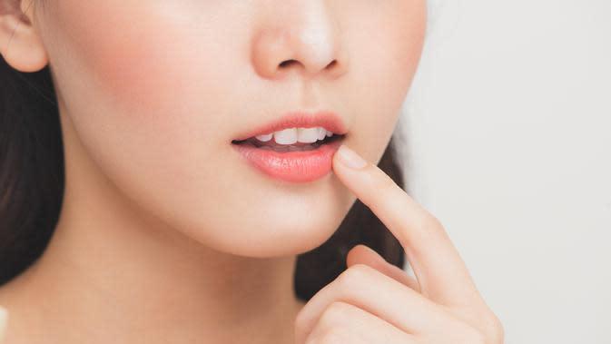 ilustrasi bibir/copyright Shutterstock Makistock