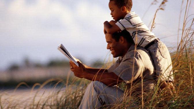 Ilustrasi ayah dan anak. Foto: via patheos.com