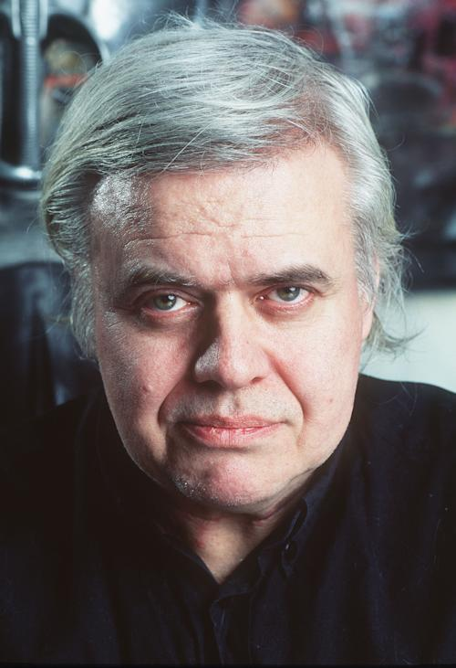 "FILE - In this 1995 file picture Swiss artist H.R. Giger is photographed at his house in Zurich, Switzerland. H.R. Giger, who designed the creature in Ridley Scott's sci-fi horror classic ""Alien,"" has died at age 74 from injuries suffered in a fall. Sandra Mivelaz, administrator of the H.R. Giger museum in Chateau St. Germain told The Associated Press Tuesday May 13, 2014 that Giger had died in a hospital the day before. Giger received a 1979 Academy Award for special effects in 'Alen'. (AP Photo/Keystone, Martin Ruetschi, file) ONE TIME USE ONLY"