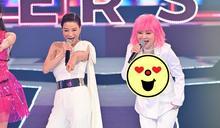 王彩樺「粉紅芭比」超深V開到肚臍 登《紅白》「狂抬大腿」猛勾楊繡惠