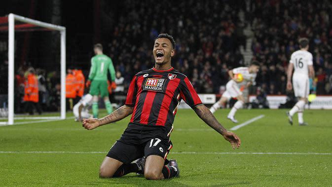 Striker Bournemouth, Joshua King, merayakan gol kemenangan atas MU pada laga Liga Premier Inggris di Stadion Vitality, Inggris, Sabtu (12/12/2015). (AFP/Ian Kington)