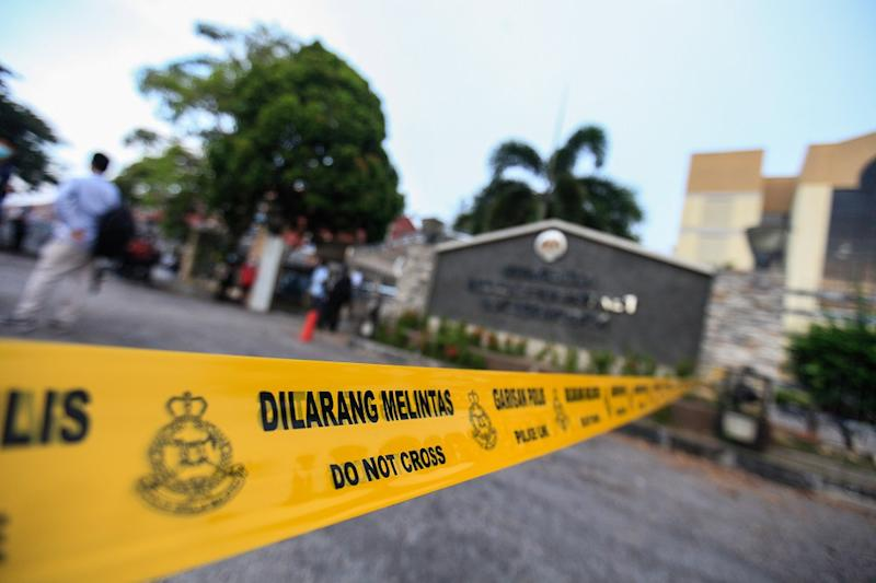 The police have cordoned the entrance of the Butterworth courthouse ahead of Lim Guan Eng's graft case, August 10, 2020. — Picture by Sayuti Zainudin