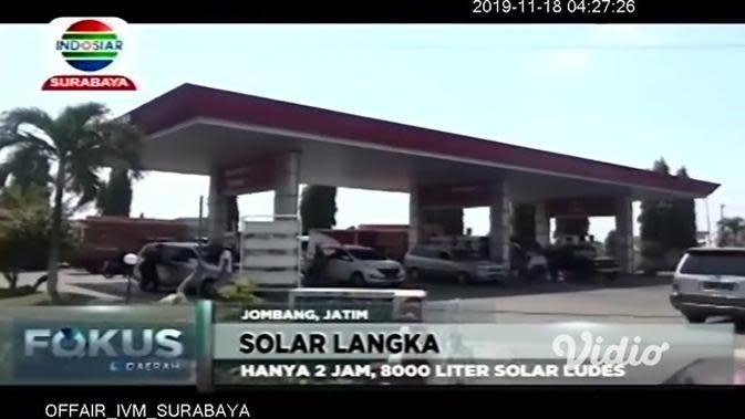 VIDEO: Kendaraan Antre Akibat Solar Langka di Beberapa SPBU