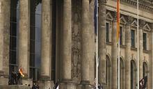 德國反防疫團體示威 爆警民衝突