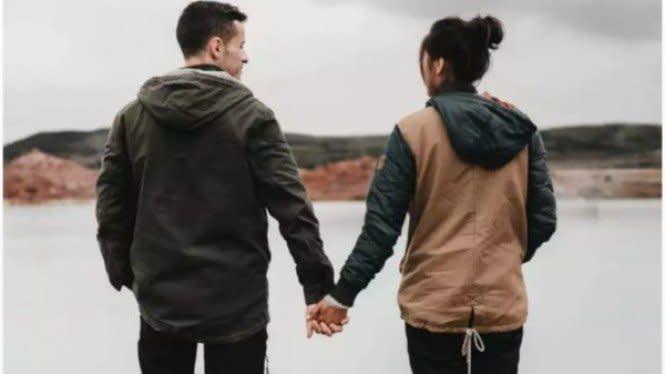 Kenali Tanda-tanda Jatuh Cinta dengan Sahabat