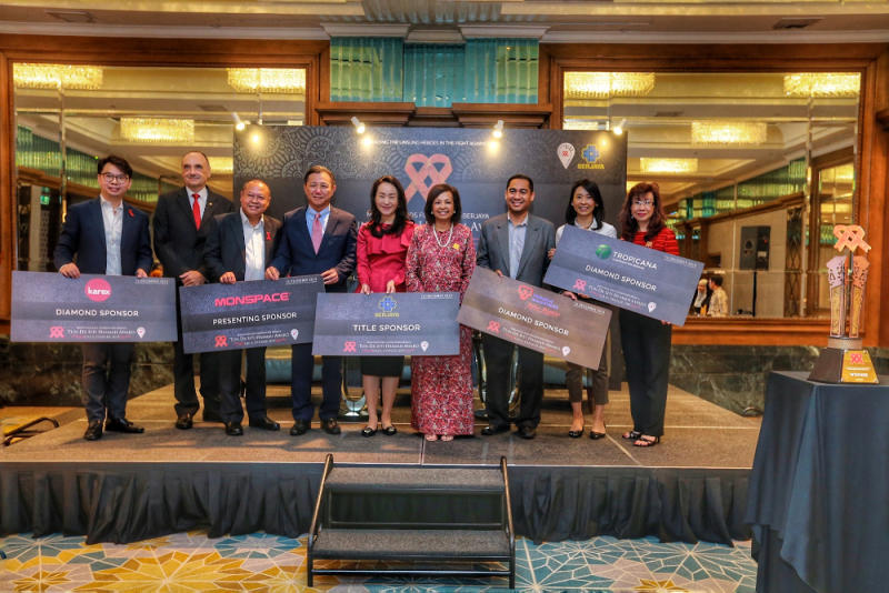 Representatives of corporate sponsors and donors for the Gala pose with MAF patron Datin Paduka Marina Mahathir (4th right) and MAF honorary secretary Bakhtiar Talhah (3rd left). — Picture by Ahmad Zamzahuri