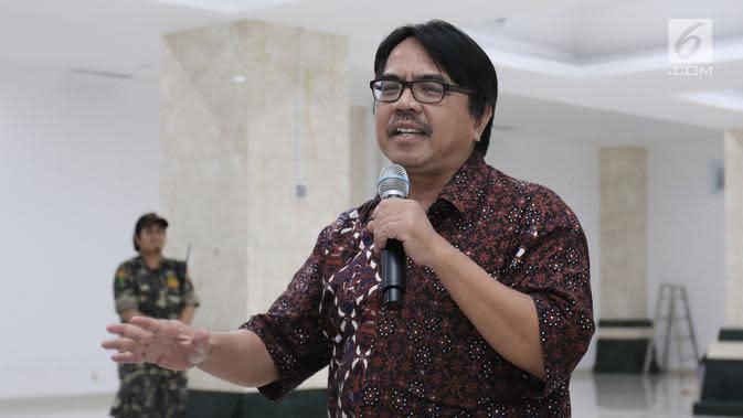 Ade Armando saat menjadi pembicara dalam diskusi Kebangsaan di Masjid Raya KH Hasyim Ashari, Jakarta, Rabu (09/8).Diskusi mengusung tema Ancaman Radikalisme Terhadap Keutuhan NKRI. (Liputan6.com/Herman Zakharia)