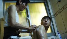 喜翔親手搓澡...鄭人碩拒絕防護「全裸上陣」 讚前輩:洗得非常認真