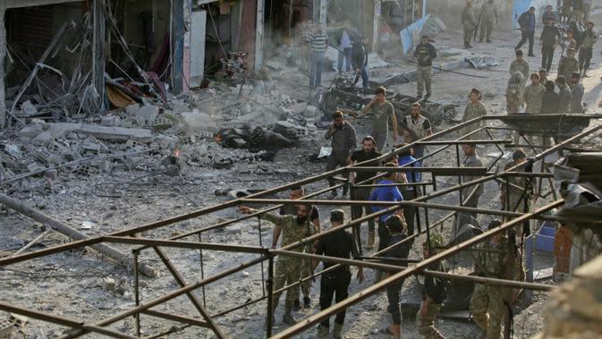 Sebuah bom yang berada di dalam mobil meledak dan menewaskan setidaknya 13 orang di kota perbatasan Suriah (AFP/Bakr Alkasem