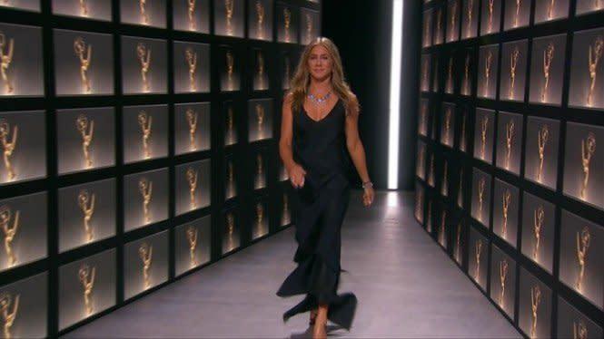 Jennifer Aniston Nyaris Bikin Panggung Emmy Awards Kebakaran