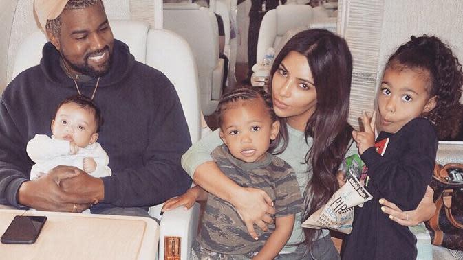 Keluarga Kim Kardashian dan Kanye West. (instagram/kimkardashian)