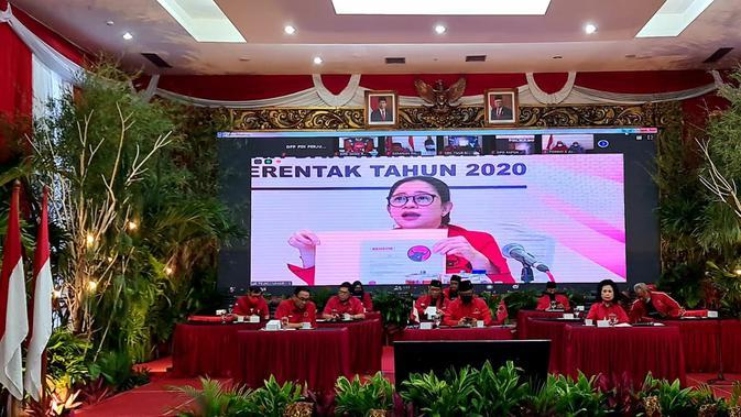 Ketua DPP PDIP bidang Politik Puan Maharani mengumumkan nama-nama bakal calon kepala daerah yang diusung oleh PDI Perjuangan. (Isitimewa)