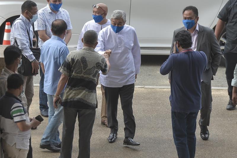 Datuk Seri Ahmad Zahid Hamidi arrives at the Kuala Lumpur Court Complex August 28, 2020. ― Picture by Shafwan Zaidon