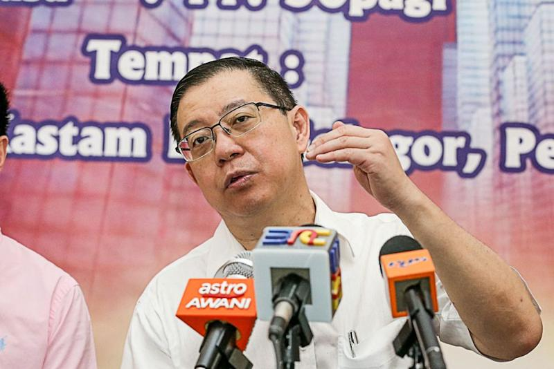 Finance Minister Lim Guan Eng said the government bore a RM4.1 million burden to subsidise the price of RON95 petrol last November. ― Picture by Sayuti Zainudin
