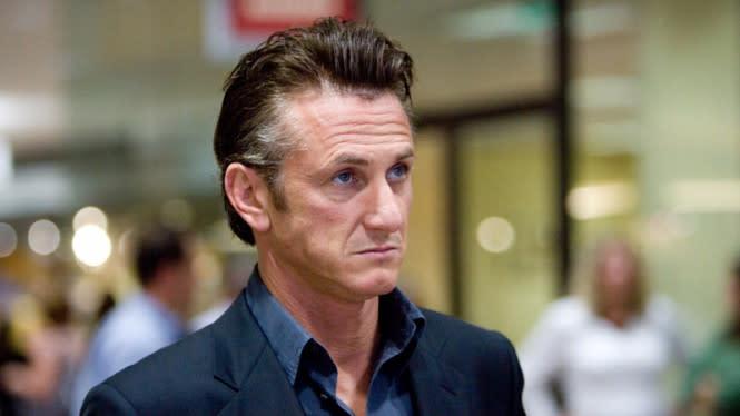 Sean Penn Diam-diam Menikah, Istrinya 31 Tahun Lebih Muda
