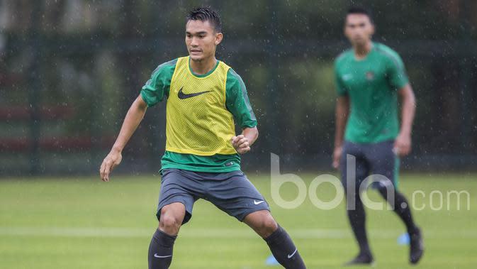 Bek Sriwijaya FC, Zalnando, saat mengikuti seleksi Timnas Indonesia U-22 di Lapangan SPH Karawaci, Banten, Selasa (21/2/2017).(Bola.com/Vitalis Yogi Trisna)
