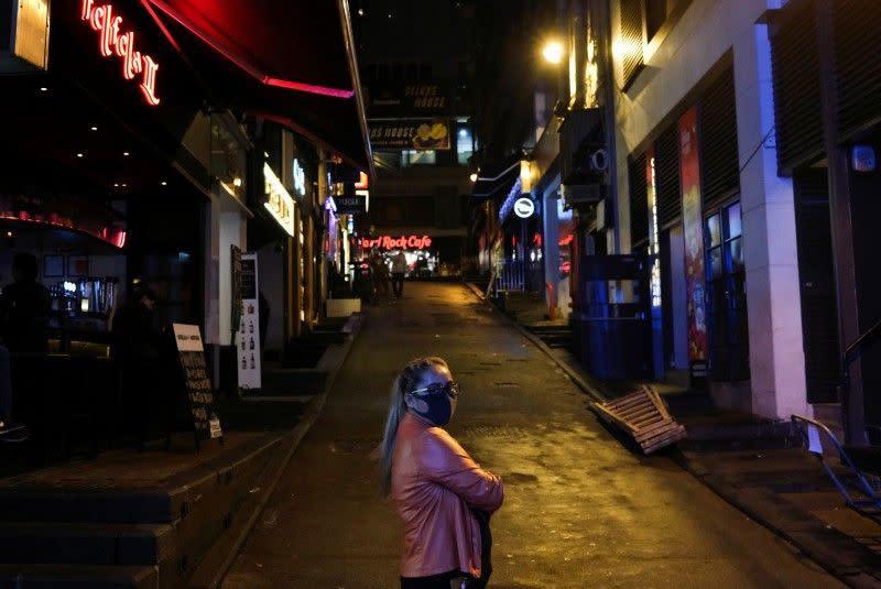 Hong Kong larang semua kedatangan turis, menghentikan alkohol di bar