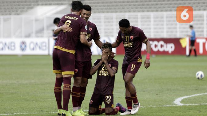 Pemain PSM Makassar merayakan gol yang dicetak Ferdinan Sinaga ke gawang Shan United pada laga Piala AFC 2020 di Stadion Madya, Senayan, Jakarta, Rabu (26/2). PSM menang 3-1 atas Shan United. (Bola.com/Yoppy Renato)