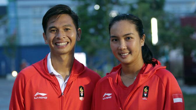 Ganda campuran tenis Indonesia, Christopher Benjamin Rungkat (kiri) dan Aldila Sutjiadi. ANTARA FOTO/INASGOC/Hendra Syamhari