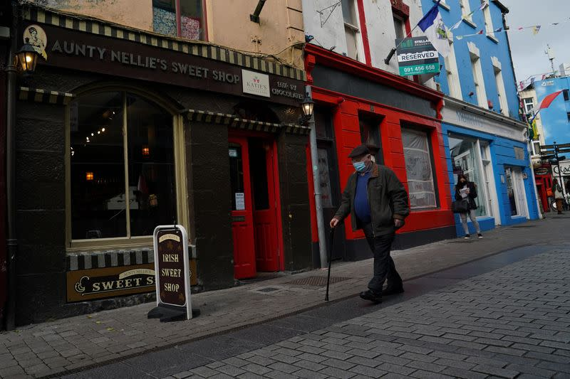 Ireland to impose nationwide COVID-19 curbs on Monday: minister