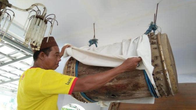 Penampakan bedug yang menjadi ikon Masjid Jami Sabilul Huda Indramayu Konon suaranya terdengar sampai ke Cirebon. Foto (istimewa)