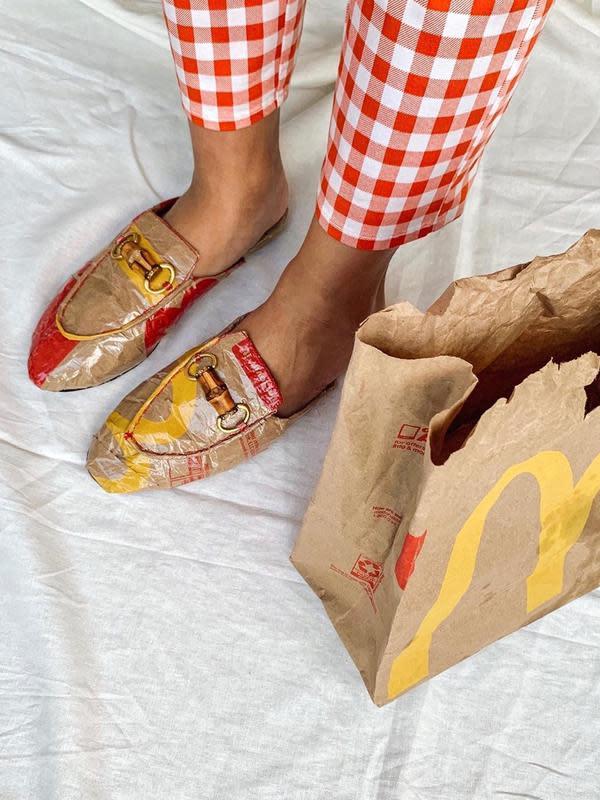 Mahasiswa Indonesia di Amerika mengubah bekas kemasan makanan jadi high fashion. (dok. Instagram @putrisamboda)