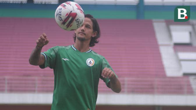 Pemain anyar PSS Sleman untuk Liga 1 2020, Irfan Bachdim. (Bola.com/Vincentius Atmaja)