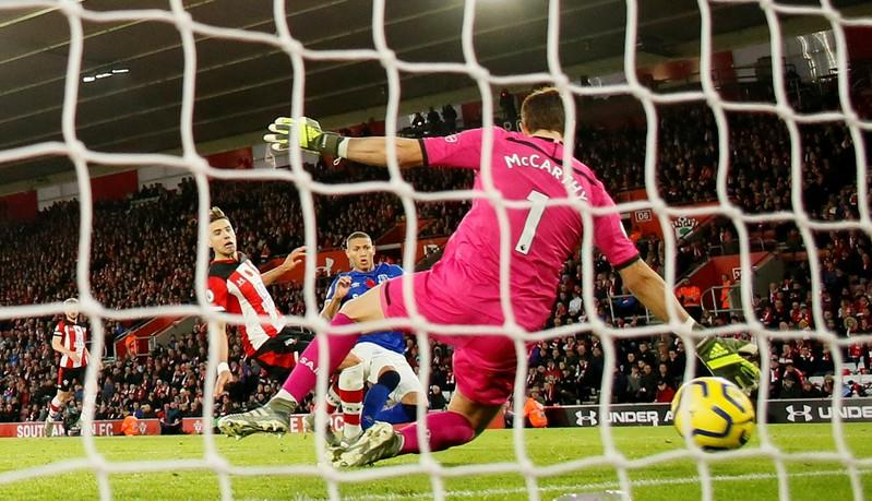 Everton win 2-1 at Southampton, adding to Hassenhuettl's woes
