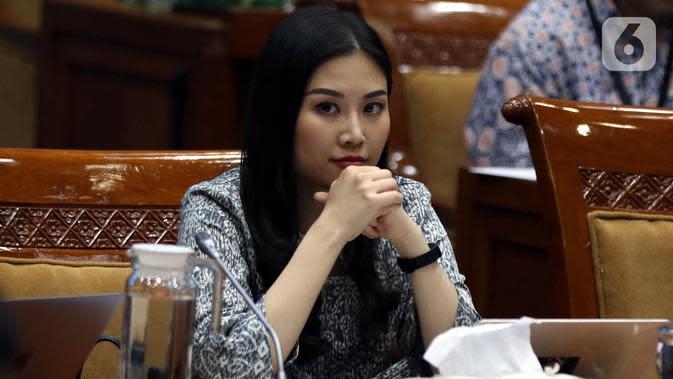 Wakil Menteri Pariwisata dan Ekonomi Kreatif Angela Tanoesoedibjo rapat kerja dengan Komisi X DPR di Kompleks Parlemen, Jakarta, Kamis (7/11/2019). Rapat membahas program kerja Kementerian Pariwisata dan Ekonomi Kreatif. (Liputan6.com/JohanTallo)