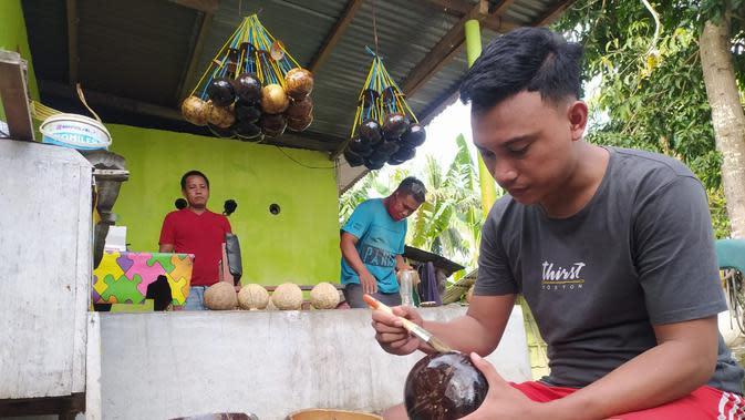 Berani Berubah, Pria di Gorontalo Rintis Kerajinan Tempurung Kelapa Bernilai Ekonomis