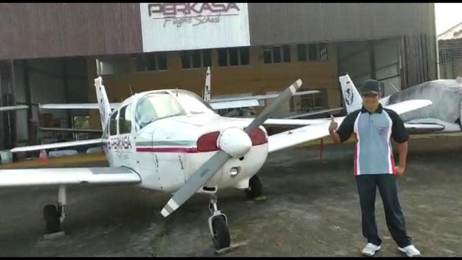 Tangkapan layar video viral camat di Cilacap dapat inventaris pesawat. (Foto: Liputan6.com/tangkapan layar video)