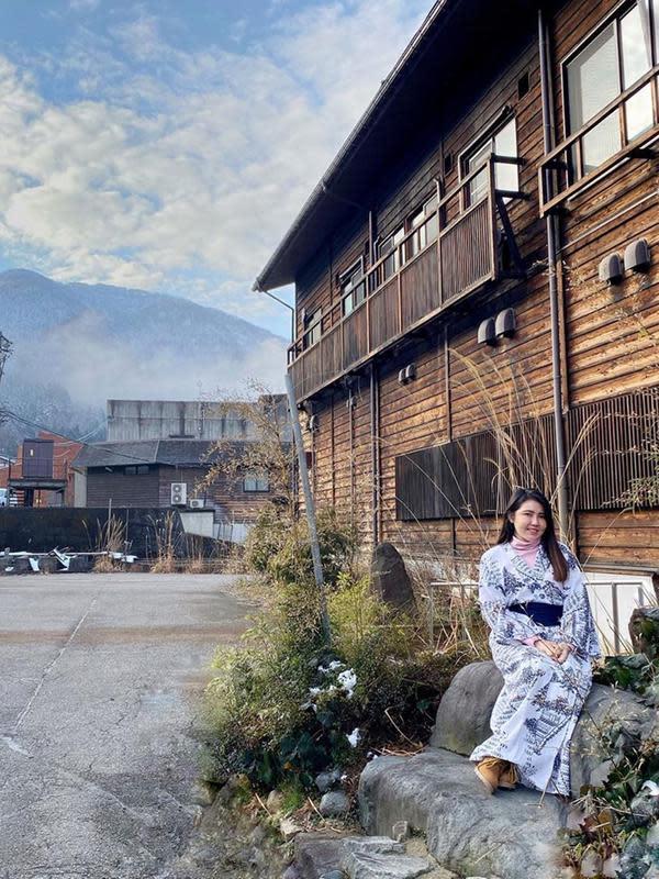 Via Vallen main ski di salju dan cantik pakai kimono saat berada di Jepang. (Sumber: Instagram/@viavallen)