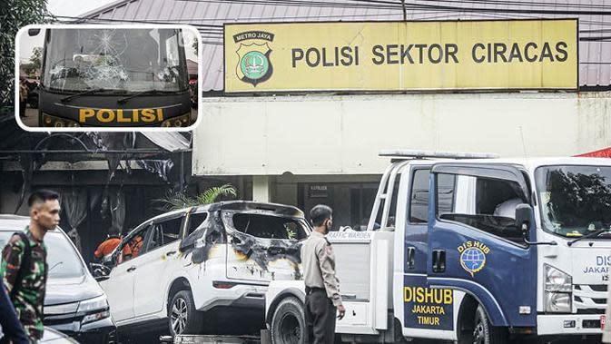 Banner Infografis Geger Penyerangan Polsek Ciracas. (Liputan6.com/Faizal Fanani)