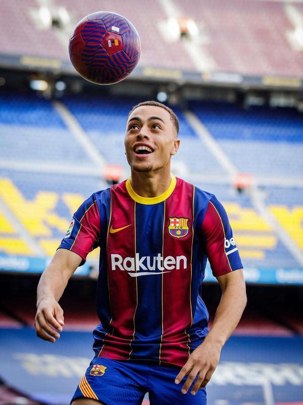 Sergino Dest resmi bergabung dengan Barcelona dari Ajax. (Instagram: @fcbarcelona)