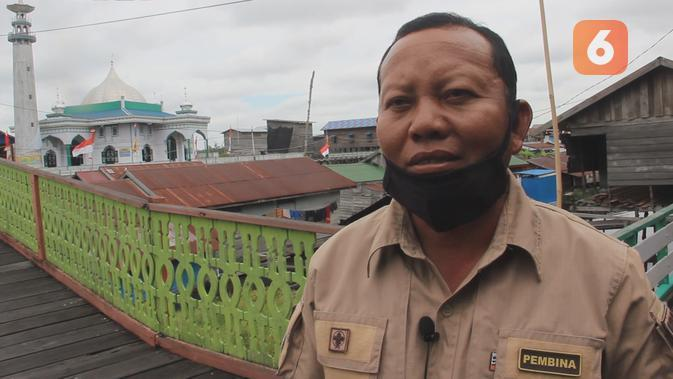 Menjadi guru di pedalaman, bagi Hery Cahyadi, adalah bukti pengabdian yang sesungguhnya.