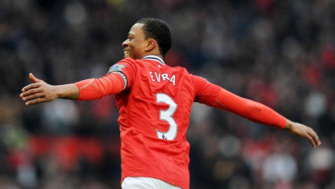 4. Patrice Evra - Pemain asal Prancis ini merupakan salah satu bek terbaik yang pernah dimiliki Manchester United. Tak hanya tangguh dalam bertahan, Evra juga aktif maju ke depan dan membantu Serangan. (Andrew Yates)