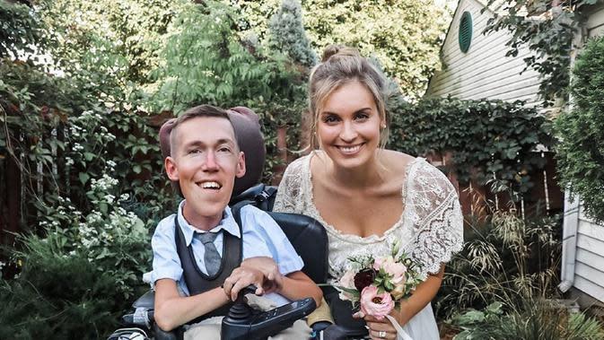 Hannah Aylward menikah dengan pasangn difabel Shane Burcaw setelah empat tahun berpacaran (Dok.Instagram/@hannahayl/https://www.instagram.com/p/CEzlRBNFfgX/Komarudin)