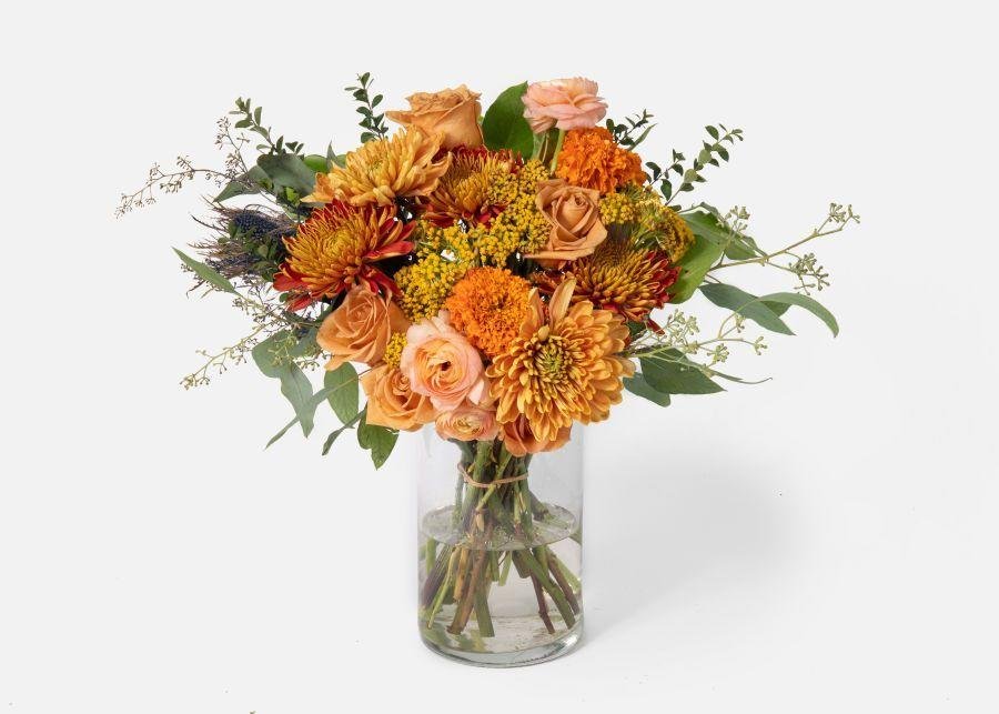 """<p><strong>Urban Stems</strong></p><p>urbanstems.com</p><p><strong>$120.00</strong></p><p><a href=""""https://go.redirectingat.com?id=74968X1596630&url=https%3A%2F%2Furbanstems.com%2Fproducts%2Fflowers%2Fthe-raveena%2FFLRL-B-00140.html&sref=https%3A%2F%2Fwww.elledecor.com%2Flife-culture%2Fentertaining%2Fg33957081%2Fthanksgiving-gifts%2F"""" target=""""_blank"""">Shop Now</a></p><p>Nothing says a gracious """"thank you"""" like a fresh bouquet of flowers.</p>"""