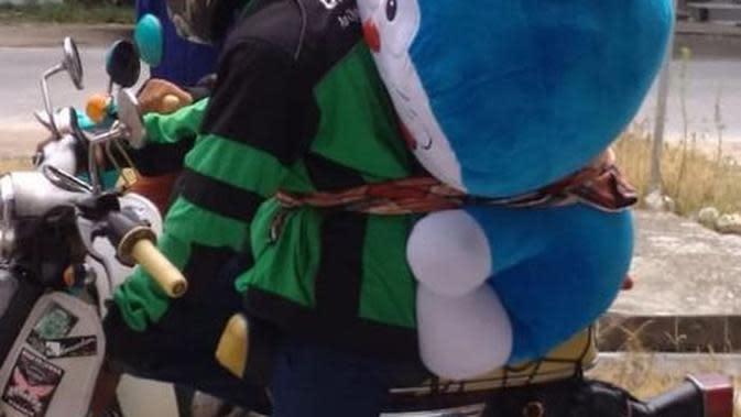 5. Doraemonnya Diikat Kencang (Brilio.net)