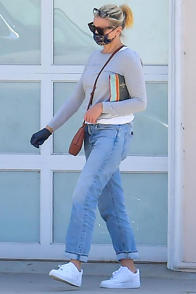 <p>Cameron Diaz picks up a few items while running errands in Studio City, California, on Friday.</p>